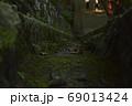 山の中の小道 69013424