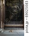 東大寺南大門と鹿 69025083