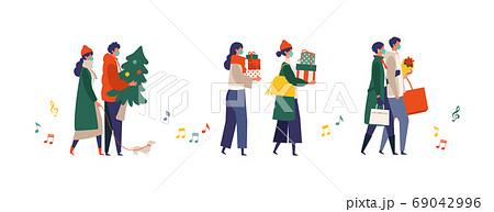コロナ禍のクリスマスのショッピングを楽しむ人々のイラスト 69042996