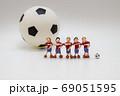 サッカー選手の記念撮影① 69051595