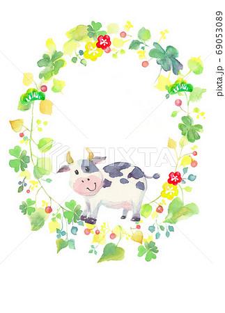 水彩で描いたかわいい牛のイラスト 69053089