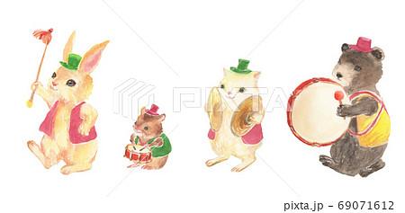 水彩で描いたかわいい鼓隊のイラスト 69071612