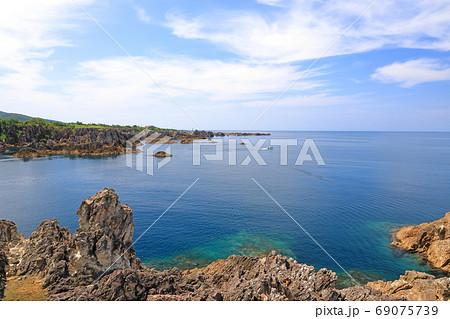 佐渡ヶ島の日本海の夏景色、尖閣湾 69075739