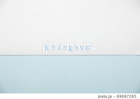 水色のBRANDINGスタンプ文字と薄い青色の紙背景 69087265