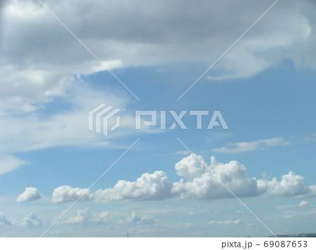 青空と白い雲 69087653