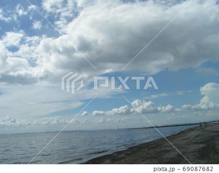 青空と白い雲 69087682