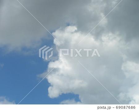 青空と白い雲 69087686