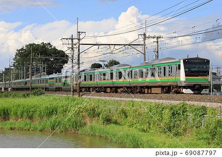 宇都宮線を走る上りE233系の電車 69087797