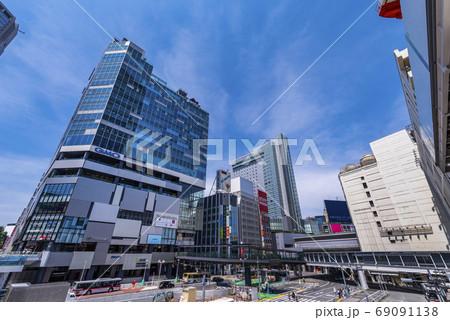 渋谷駅西口の風景 渋谷フクラスとバスターミナル 69091138