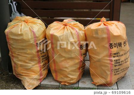 ゴミ収集所の牛乳パック専用ゴミ袋(韓国) 69109616