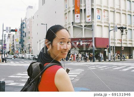 大宮高島屋前の交差点で、美しき妻をパチリ 69131946