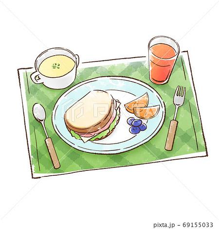 サンドイッチに果物とポタージュを添えた食事 69155033