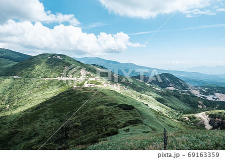 毛無峠の風景(破風岳から毛無峠・小串硫黄鉱山跡を望む) 69163359