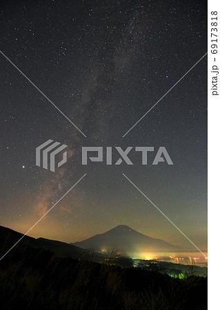 富士山と天の川/山中湖パノラマ台 69173818
