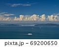 船と小豆島・小豊島(香川県高松市庵治竜王山公園より) 69200650