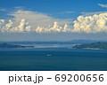 船と積乱雲と小豊島・小豆島(香川県高松市庵治竜王山公園より) 69200656