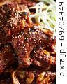 韓国料理 激辛骨付きカルビ 69204949