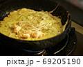 ベトナム風オムレツ ベトナム料理 バインセオ 69205190