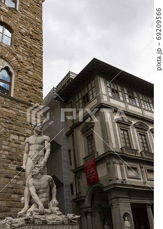 バッチョ・バンディネッリ作の「ヘラクレス像」・フィレンツェ、ヴェッキオ宮殿前広場 69209566