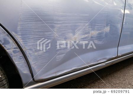 車 傷 破損 衝突 事故 69209791