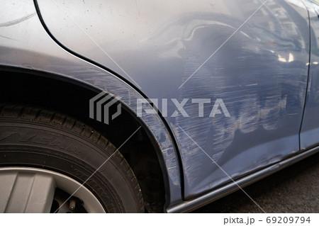 車 傷 破損 衝突 事故 69209794