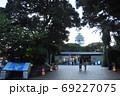 江の島 江の島灯篭とサムエル・コッキング苑入口と展望灯台シーキャンドル 69227075