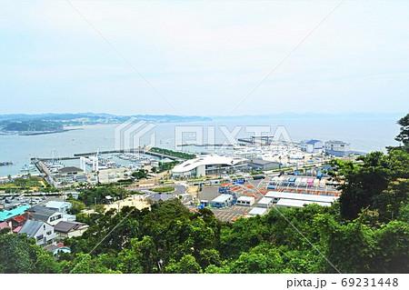 江ノ島展望台から望む湘南港とヨットハーバー 69231448