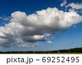 積雲が浮く田園風景【秋のはじまり】 69252495
