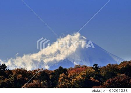 東京都 狭山公園から見える秋の富士山 69265088