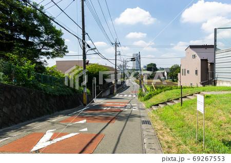 上ノ原公園の西側の原山通りの坂の下 東京都調布市柴崎 69267553