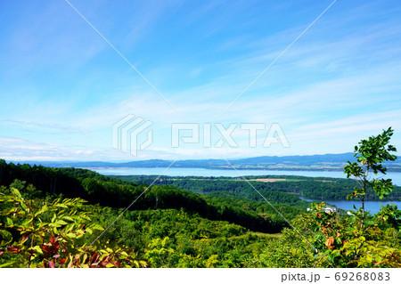 天都山から見た網走湖と能取湖方面  69268083