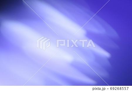 抽象的背景 青色系の緩やかな流れ・ライン 69268557