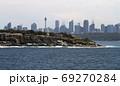 シドニー湾の断崖絶壁の港湾風景 69270284