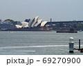 シドニー湾上のオペラハウス 69270900