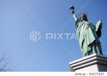 お台場に立っている自由の女神像のレプリカ 69275367