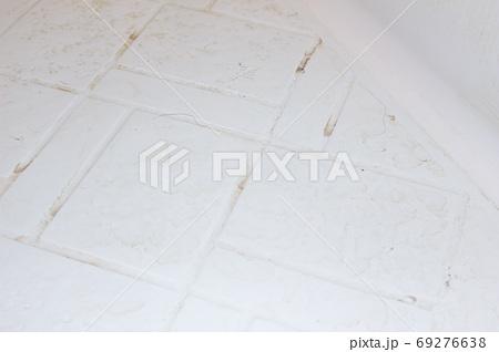 浴室の汚れ 69276638