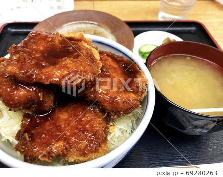 中禅寺湖で有名な定食屋のソースかつ丼 69280263
