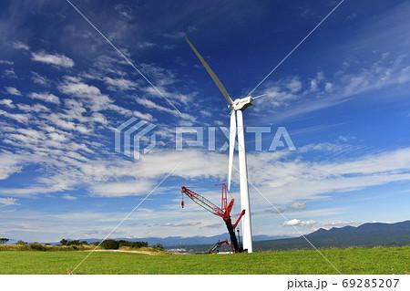 北海道上ノ国町で風力発電の風車の初秋の風景を撮影 69285207
