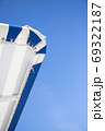 夏のプールサイド - 複数のバリエーションがあります 69322187