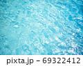 さわやかなブルーの水面 69322412