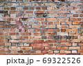 古い煉瓦の壁 - 複数のバリエーションがあります 69322526