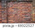 古い煉瓦の壁 - 複数のバリエーションがあります 69322527