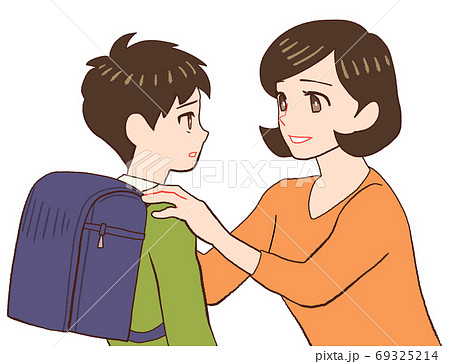 ランドセルを背負った子供を説得するお母さん 69325214