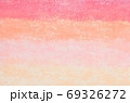 抽象的背景 赤色系 グラデーション ざらざらした表面 69326272