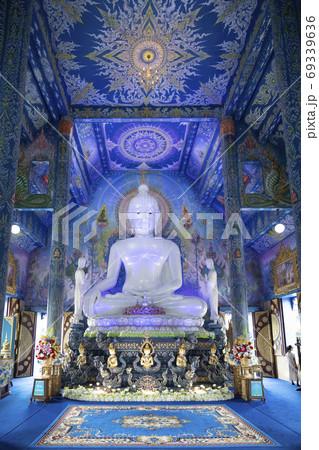 チェンライの青い寺ワット・ロンスアテンの仏像 69339636