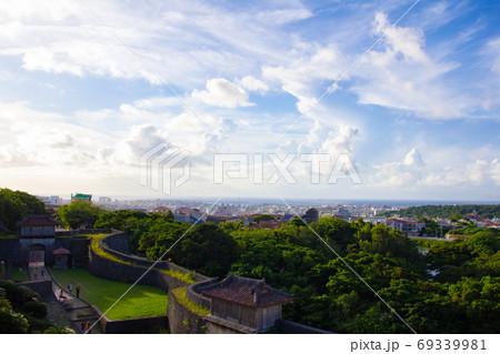 首里城から見た沖縄県那覇の街並み 69339981