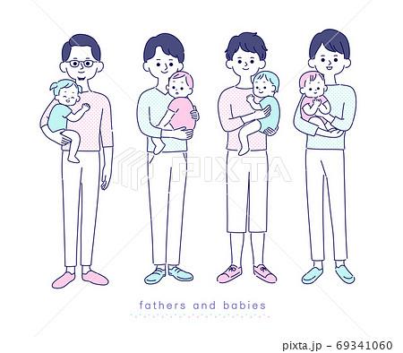 赤ちゃんを抱っこするお父さん達 69341060