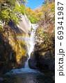 紅葉の昇仙峡 仙娥滝(山梨県甲府市) 69341987