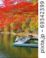紅葉の四尾連湖(山梨県市川三郷町) 69342399