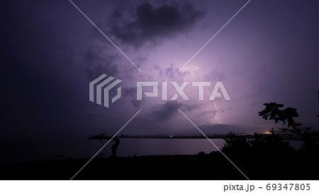 気仙沼市岩井崎で見た龍の松と雷(稲妻) 69347805